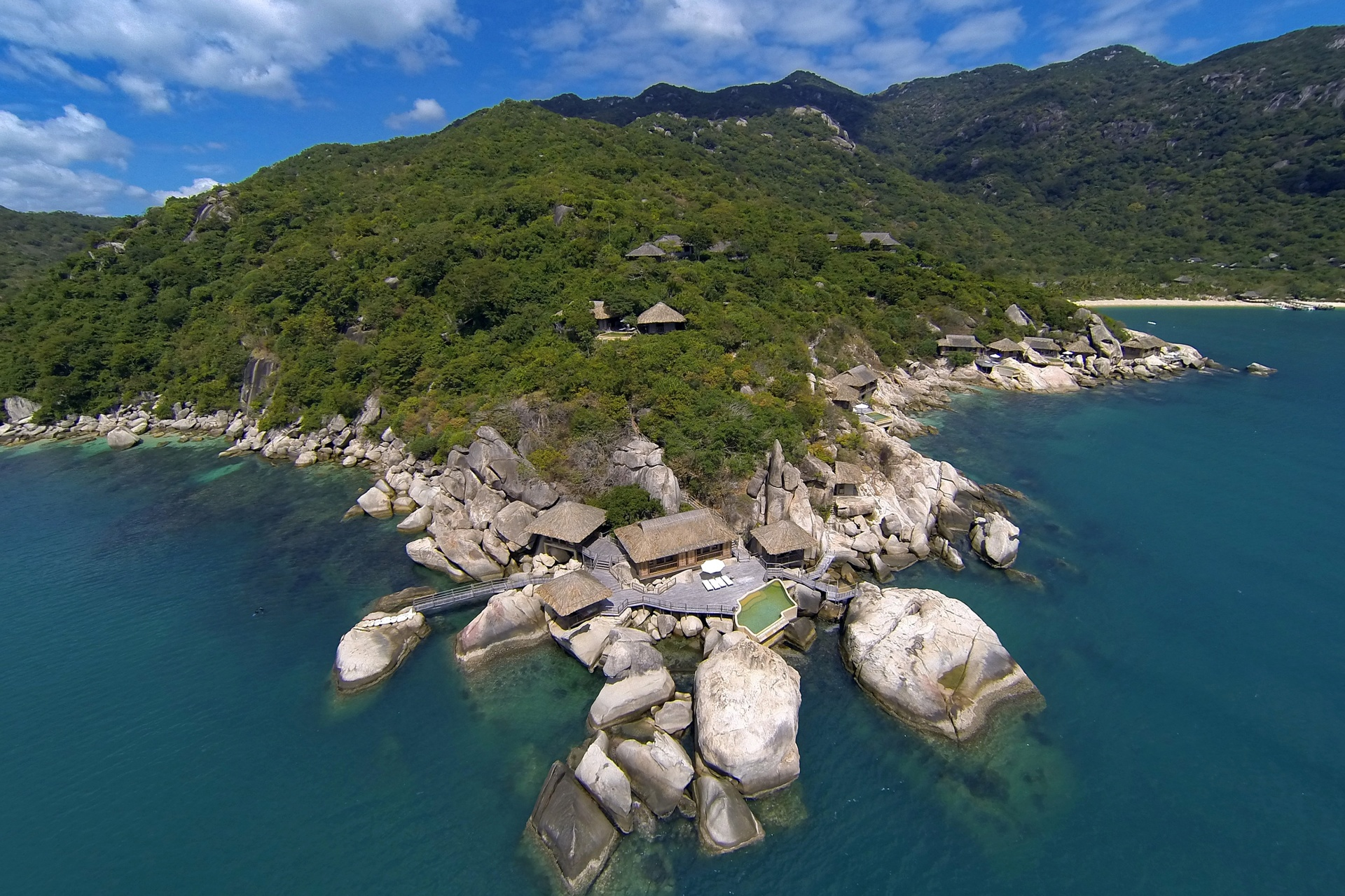 Aerial_view_with_The_Rock_Retreat_[6136-A4].jpg